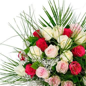 Roze en witte rozen boeket