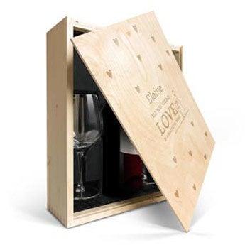 Primus Malbec med glas i graverad låda