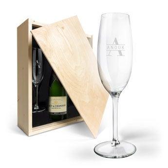 Moët & Chandon met gegraveerde glazen