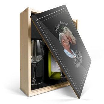 Luc Pirlet Chardonnay se sklem a potištěným víkem