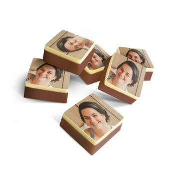 Suklaakonvehti omalla kuvalla - neliö