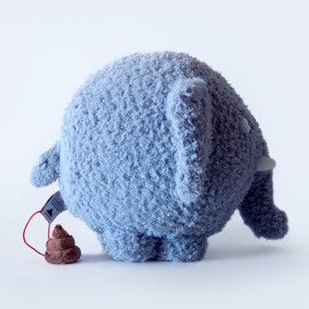 Olli l'éléphant en peluche avec sa petite crotte