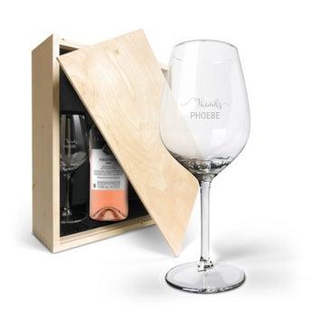 Coffret à vin rosé avec verres gravés