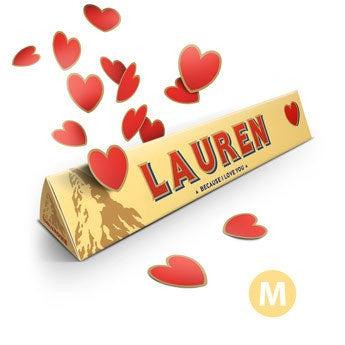Szerelmes témájú Toblerone bár