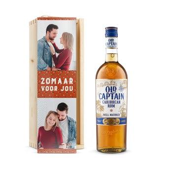 Old Captain (bruin) rum - In bedrukte kist