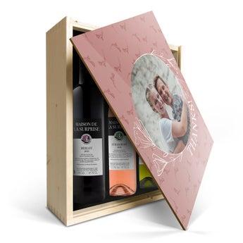 Maison de la Surprise Merlot, Sauvignon Blanc og Syrah - i trykt etui