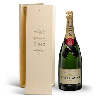 Moët & Chandon 1500 ml - I graverad trälåda