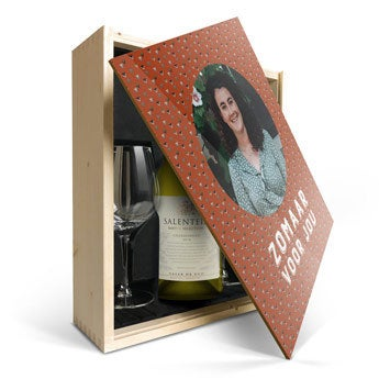 Salentein Chardonnay met glazen en bedrukte deksel