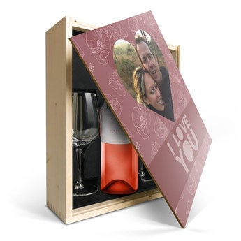 Luc Pirlet Syrah with glass and printed lid