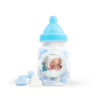 Blå godterier i en flaske