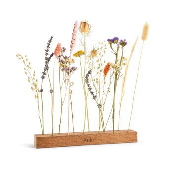 Trockenblumen mit personalisiertem Holzständer