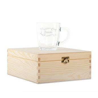 Wooden tea box with engraved glass