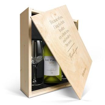 Luc Pirlet Chardonnay met glazen en gegraveerde deksel