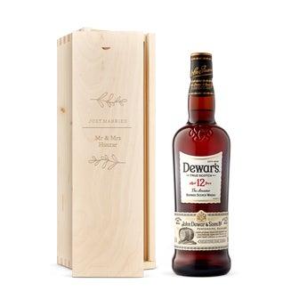 Dewar 12 éves whiskyje vésett tokban
