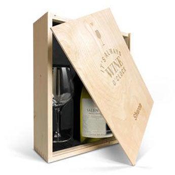 Salentein Chardonnay met glazen en gegraveerde deksel