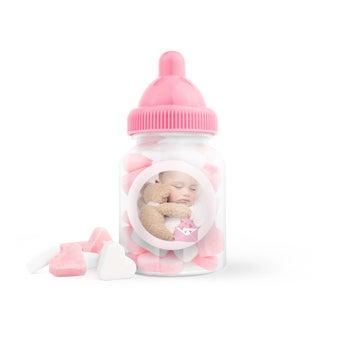 Różowe cukierki w buteleczkach