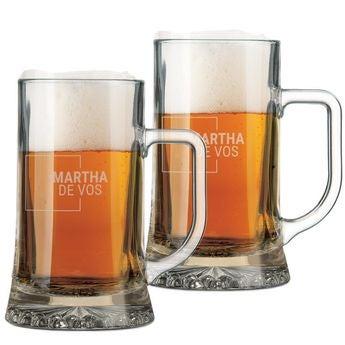 Jarras y copas de cerveza