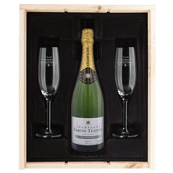 Champagne with engraved glasses