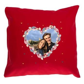 Yksilöitävä tyyny rakkaus-teemalla