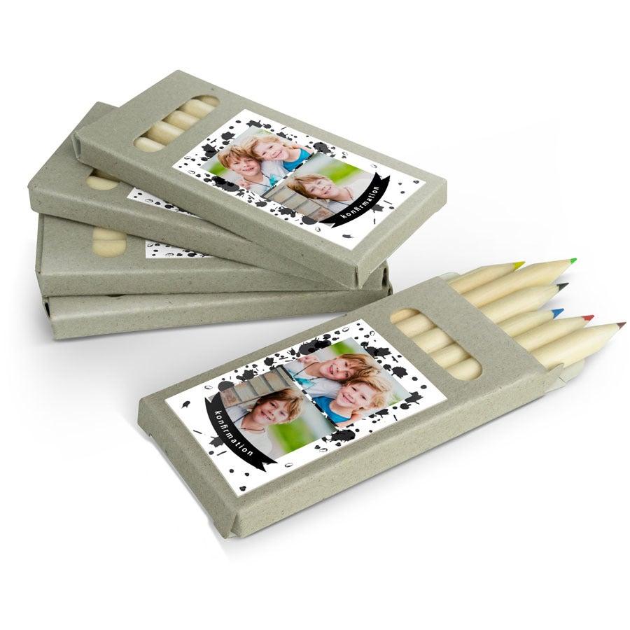 Färgpennor i kartong