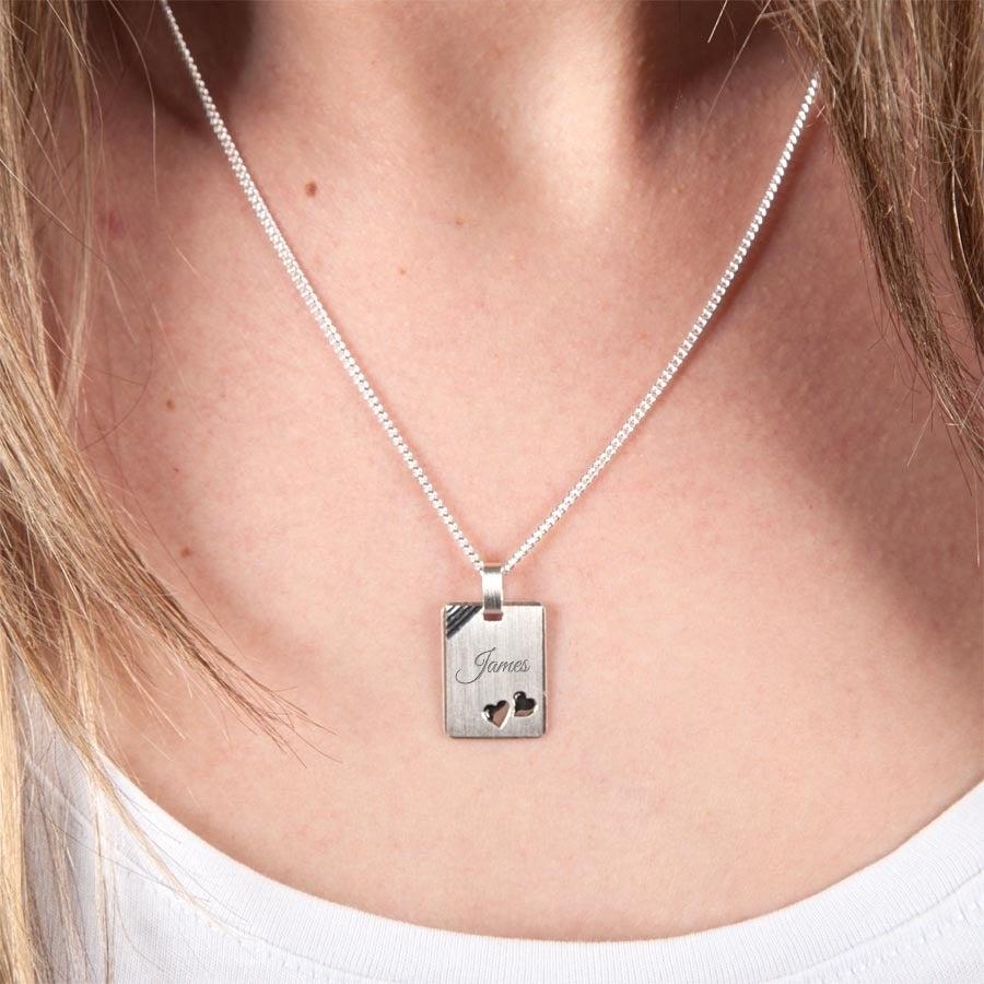 Pingente de prata gravada com corações - retângulo