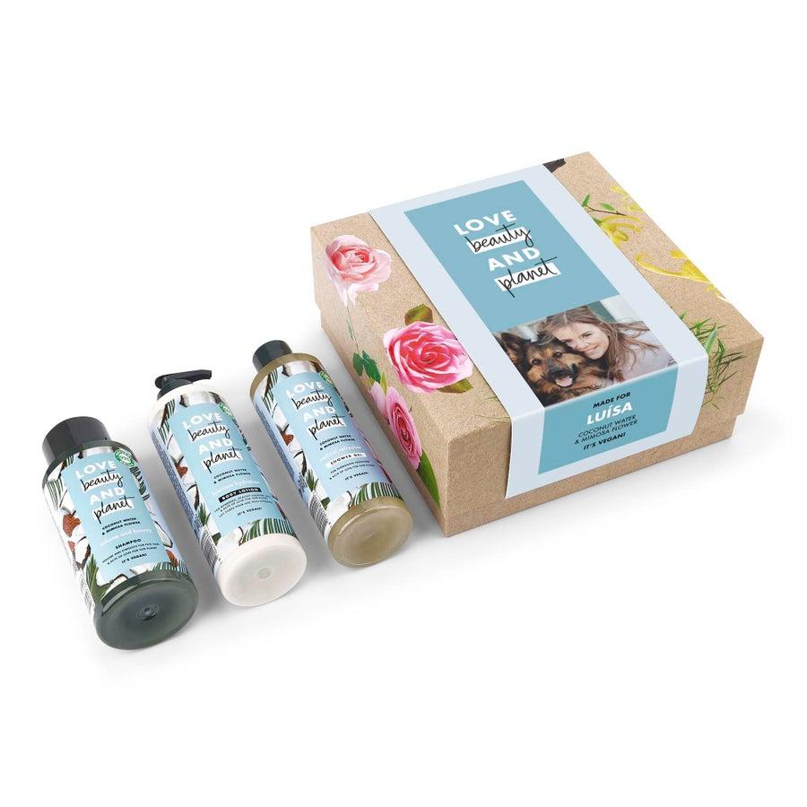 Kit de beleza e cuidados Love, Beauty & Planet - Água de coco e flor de mimosa
