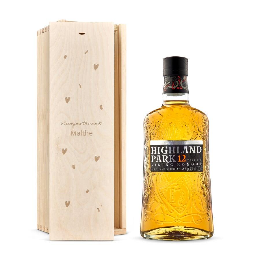 Whisky i indgraveret æske – Highland Park 12-års whisky