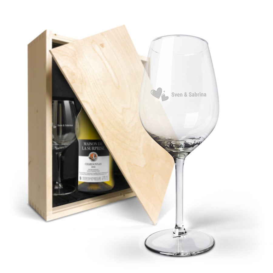 Wijnpakket met glas - Maison de la Surprise Chardonnay (Gegraveerde glazen)