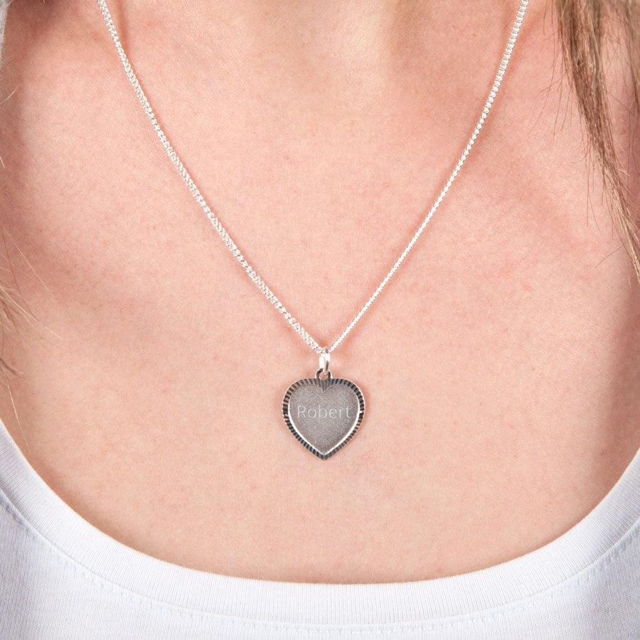 Pingente de prata gravada - coração deco