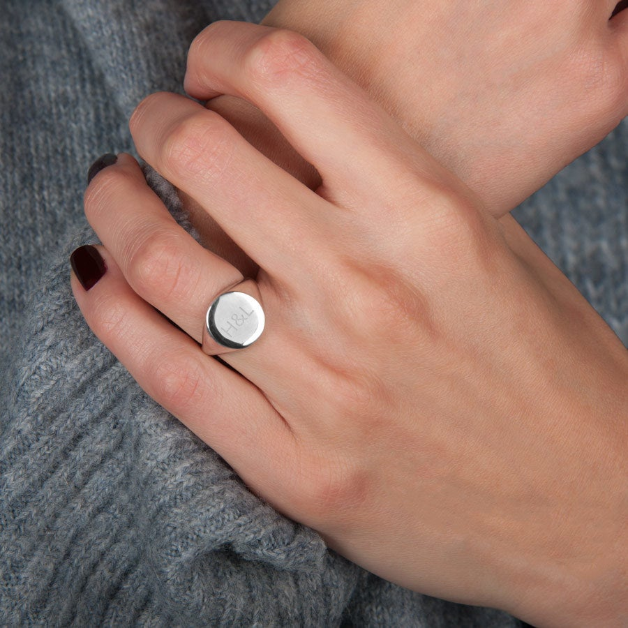 Engraved silver signet ring - Women - Size 16