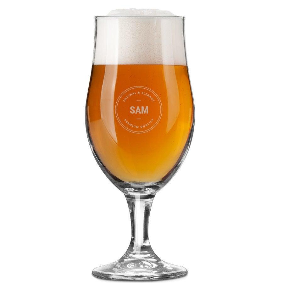 Copa de cerveza grabada