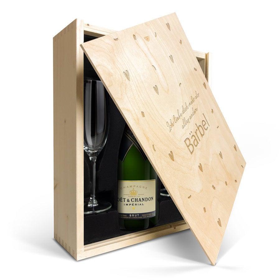 Geschenkset Champagner mit Gläsern -  Moët & Chandon Brut - mit Holzkiste Gravur