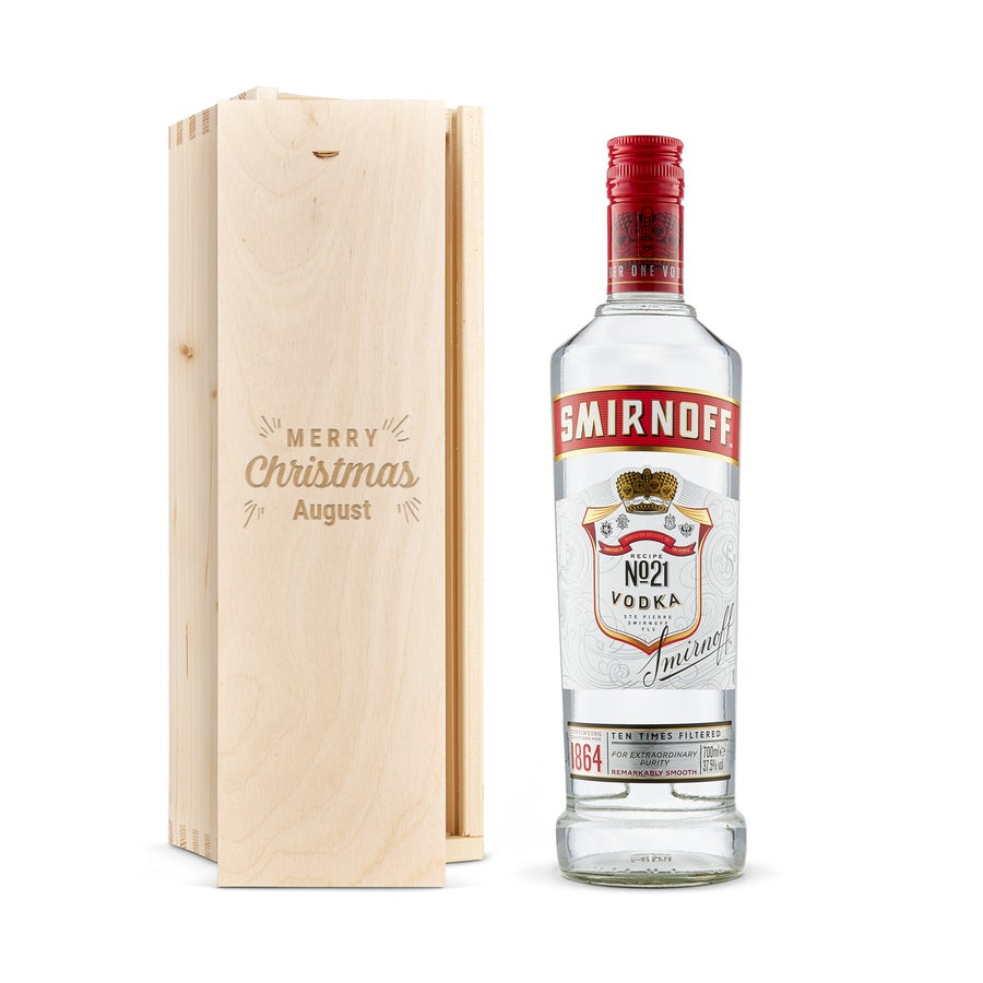 Vodka i en trälåda med gravyr - Smirnoff