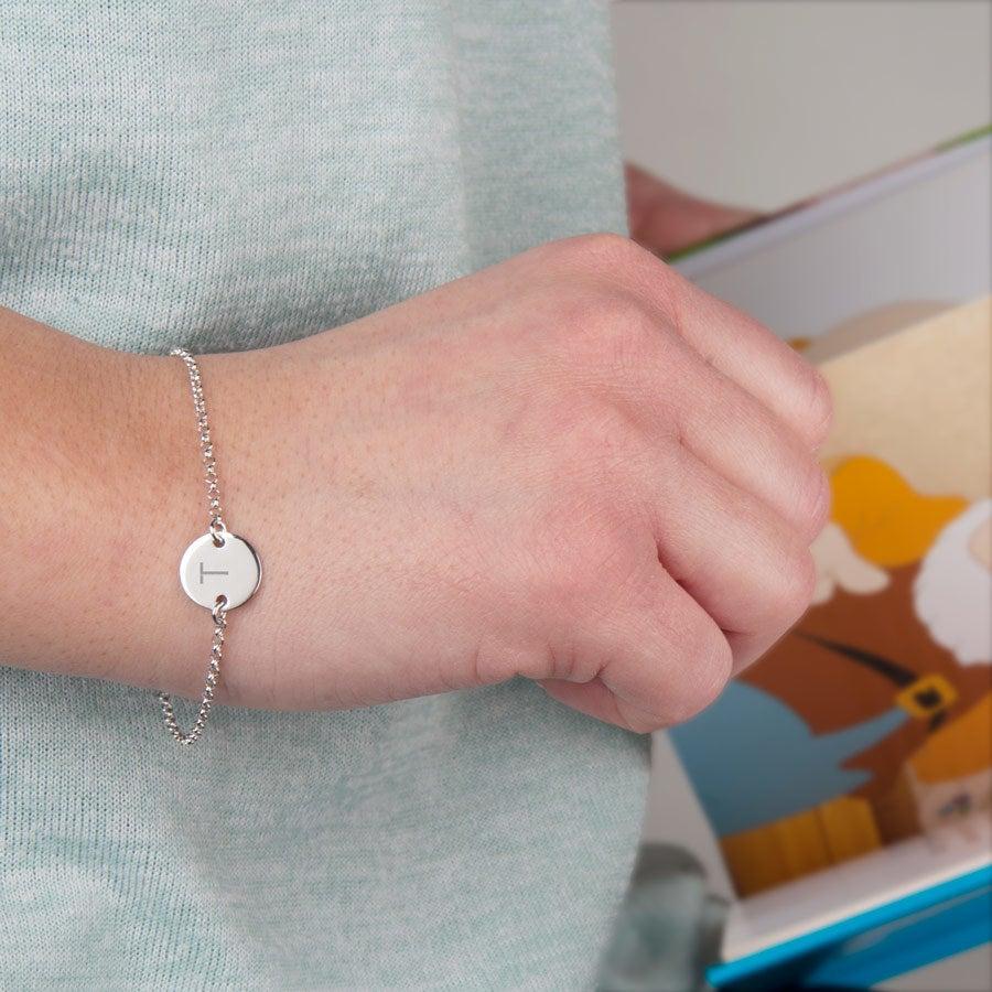 Gravert sølv armbånd med innledende - Tag