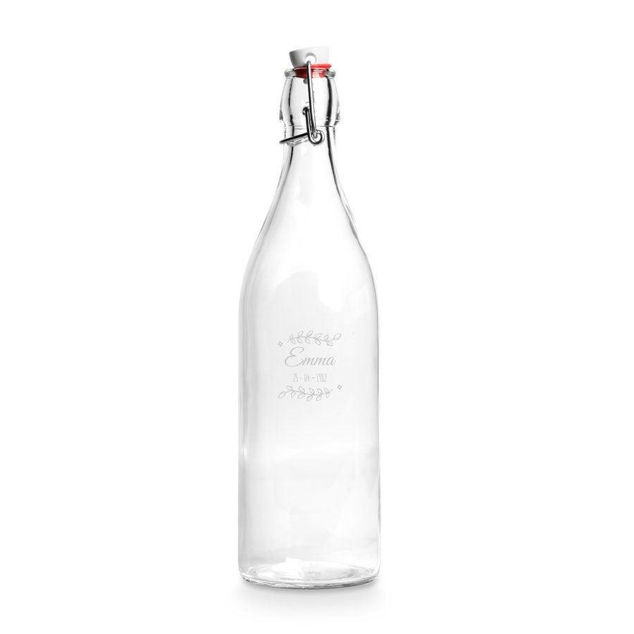 Üveg csatos vizes palack