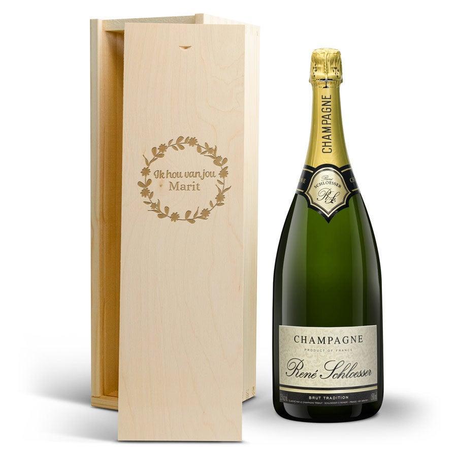 Champagne in gegraveerde kist - René Schloesser - Magnum