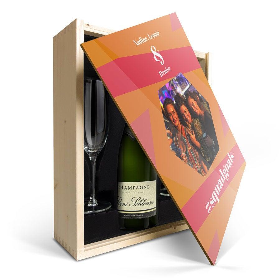 Individuellleckereien - Champagner Geschenk René Schloesser (750ml) mit Gläsern und bedrucktem Deckel - Onlineshop YourSurprise