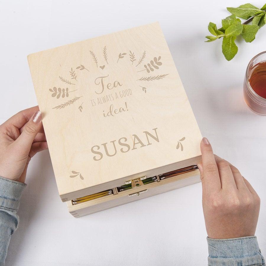 Dřevěná krabička na čaj s rytým víkem