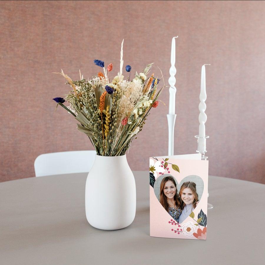 Bouquet de fleurs colorées séchées avec carte personnalisée