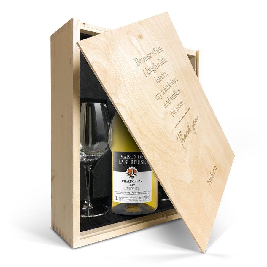 Wijnpakket met glas - Maison de la Surprise Chardonnay (Gegraveerde deksel)