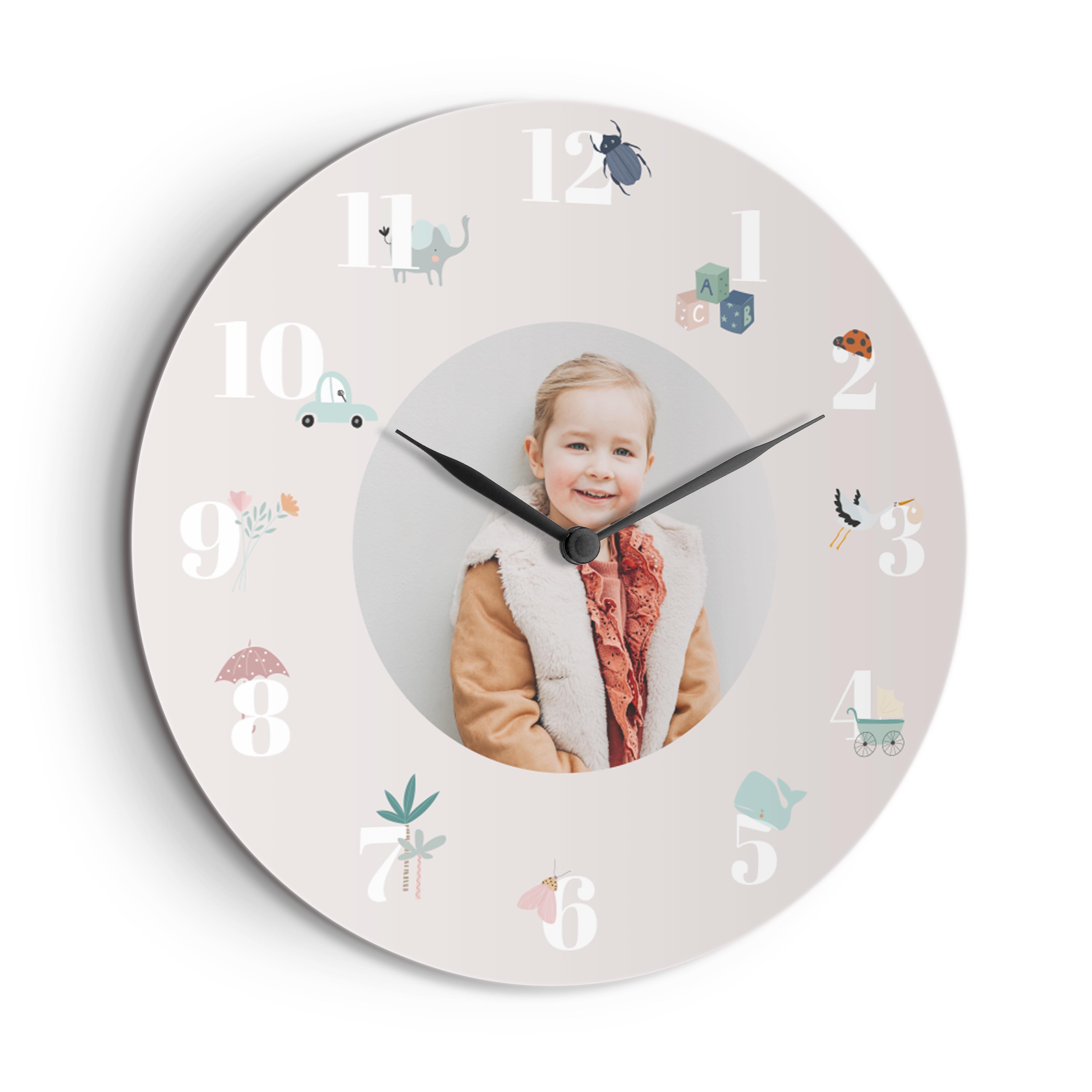 Lasten kello omalla kuvalla tai nimellä