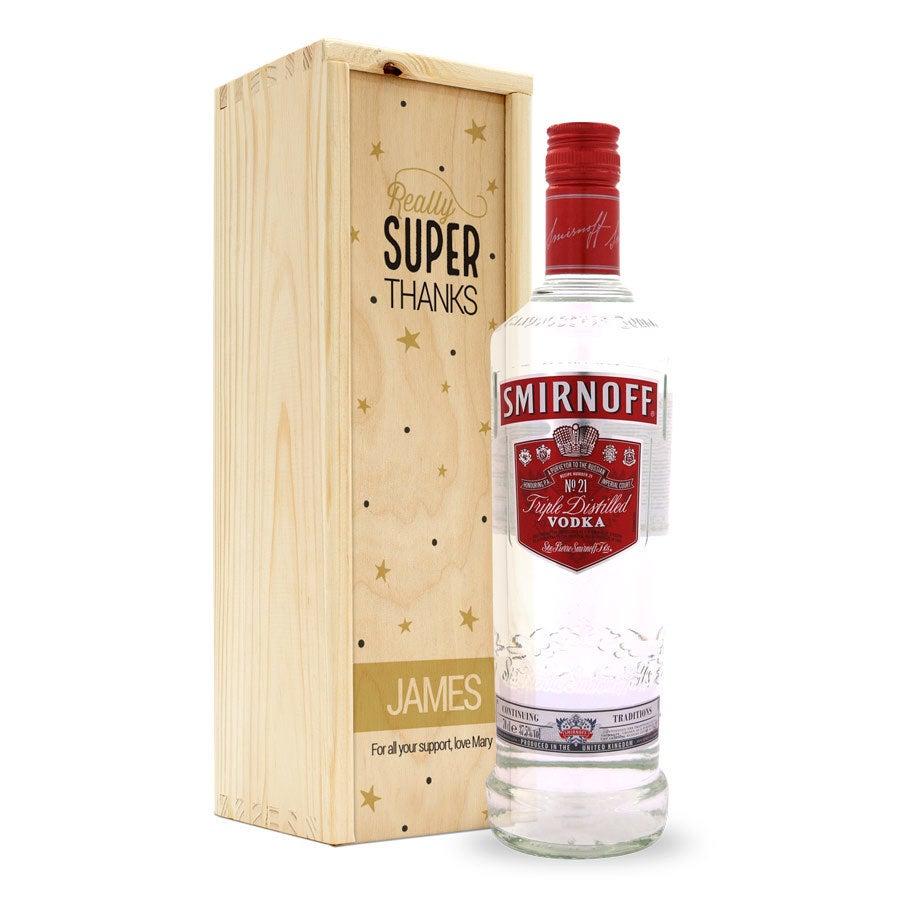 Vodka i en trälåda med tryck - Smirnoff