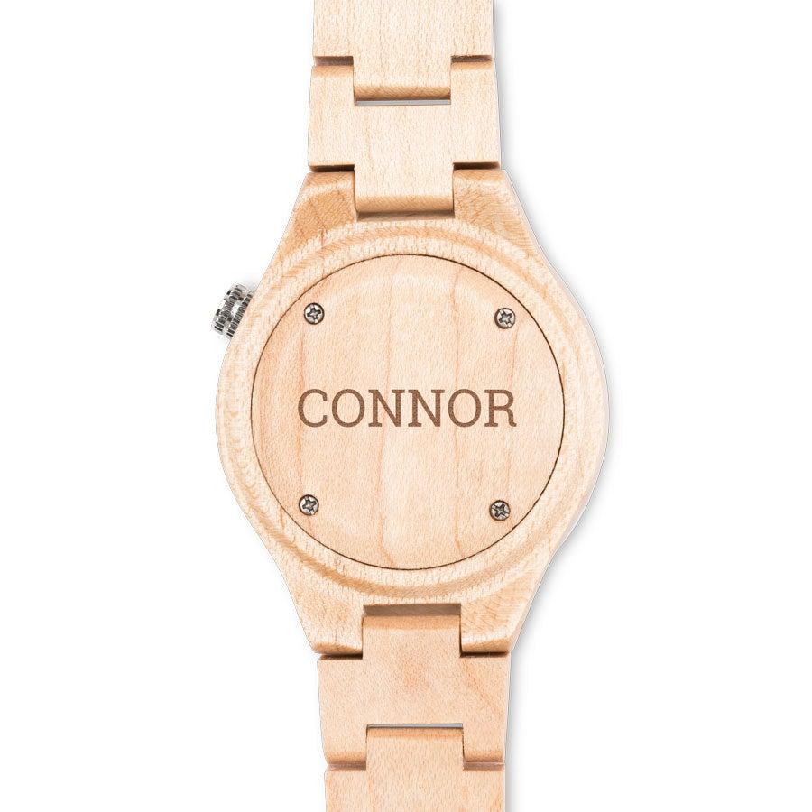 Dřevěné hodinky s názvem