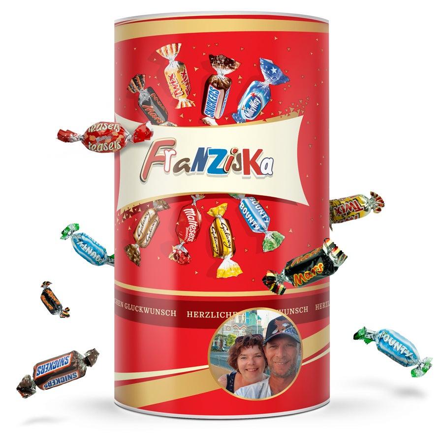 Individuellleckereien - Celebrations Zylinder mit Namen Foto 1 kg - Onlineshop YourSurprise
