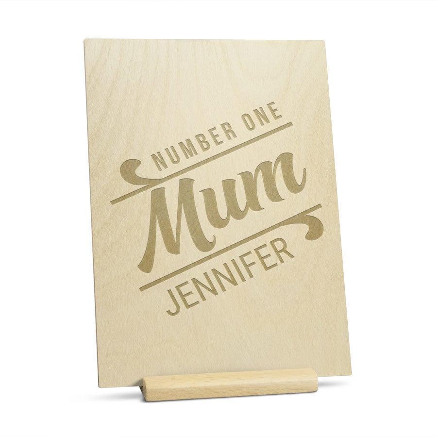 Puinen äitienpäiväkortti kaiverruksella - pysty