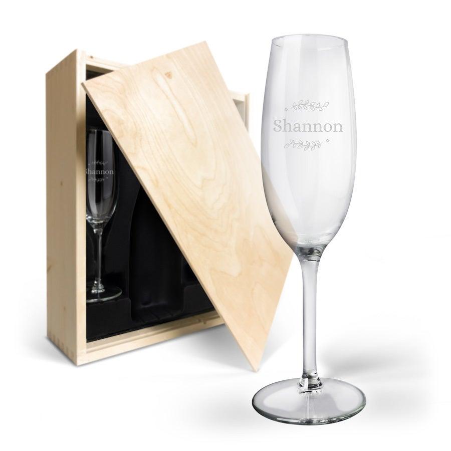 Champagnekasse i træ med indgraverede glas