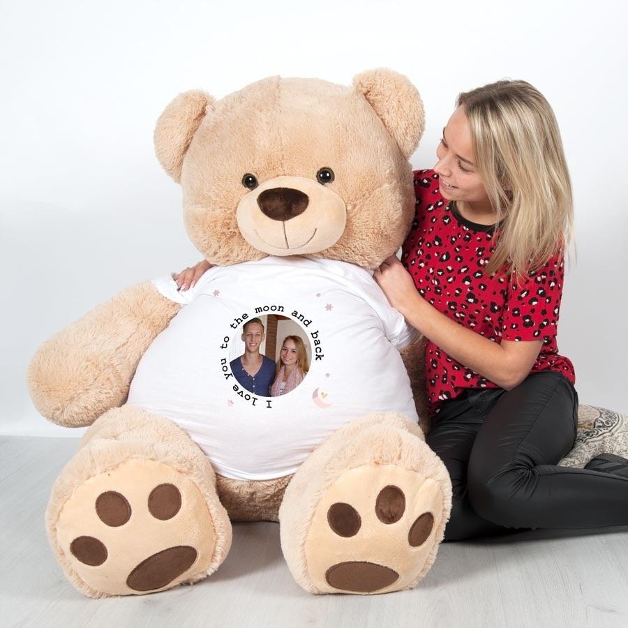 Giga knuffelbeer met bedrukt T-shirt - 1 meter 35!
