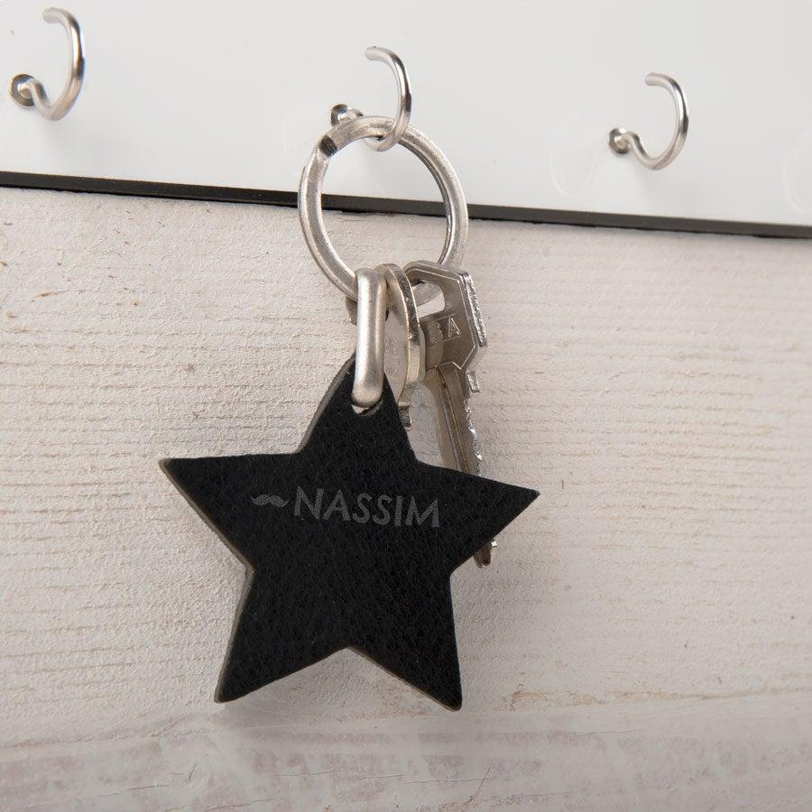 Henkilökohtainen nahkainen avaimenperä - Tähti (Musta)