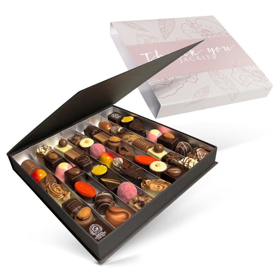 Ylellinen suklaarasia painatuksella - 49 konvehtia