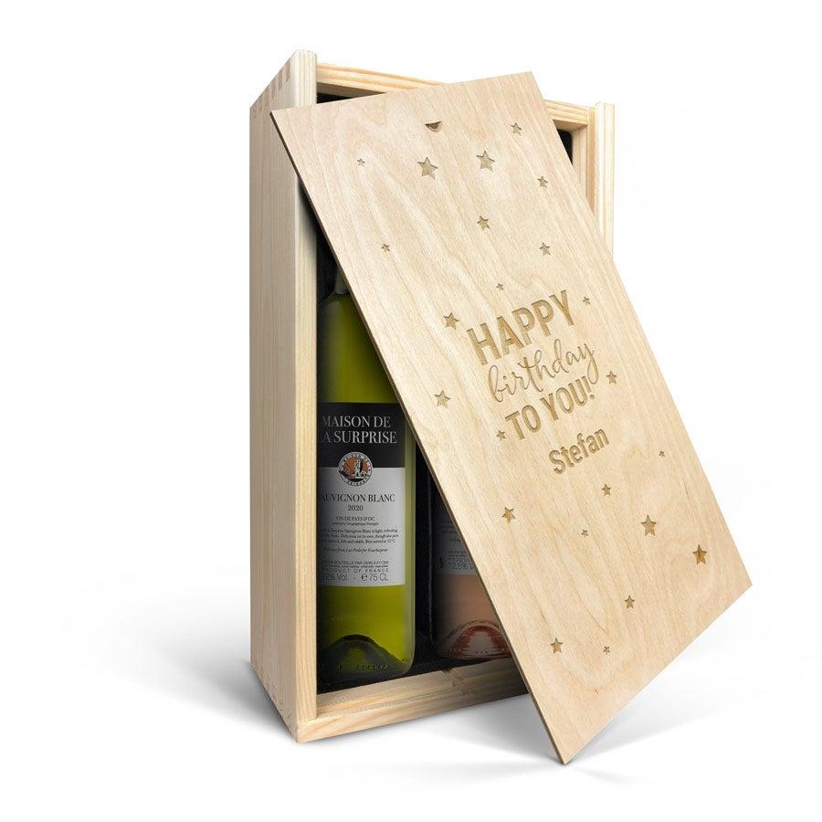 Wijnpakket in gegraveerde kist - Maison de la Surprise - Syrah en Sauvignon Blanc